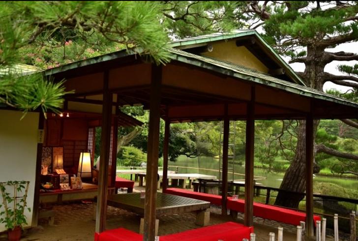 Rikugien garden teahouse