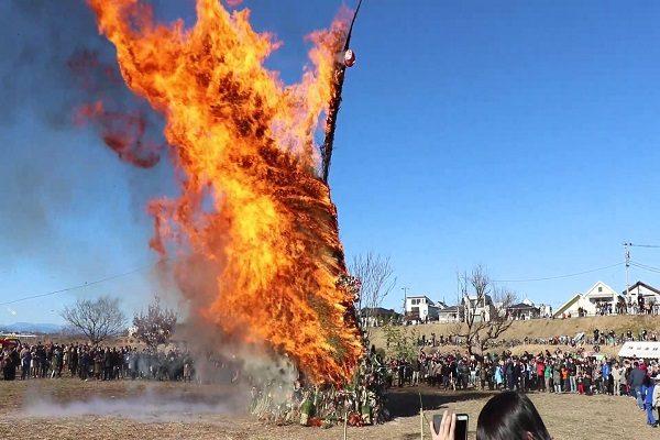 TOKYO Dondo Yaki Burning at Tamagawa