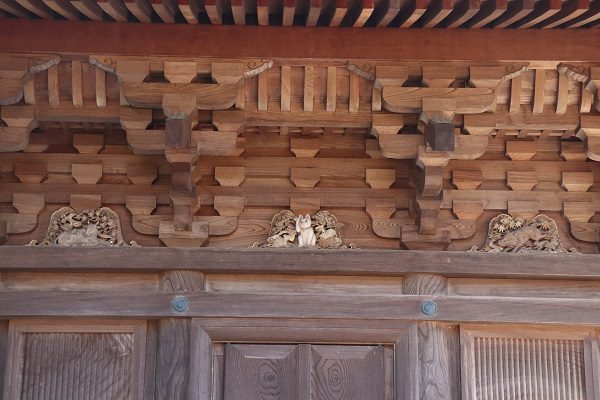 Gotokuji temple cat sculpture at three storied pagoda