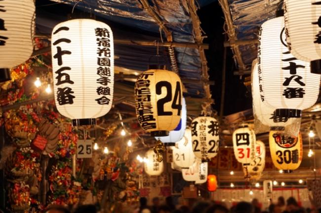 Tori-no-ichi at Hanazono Shrine