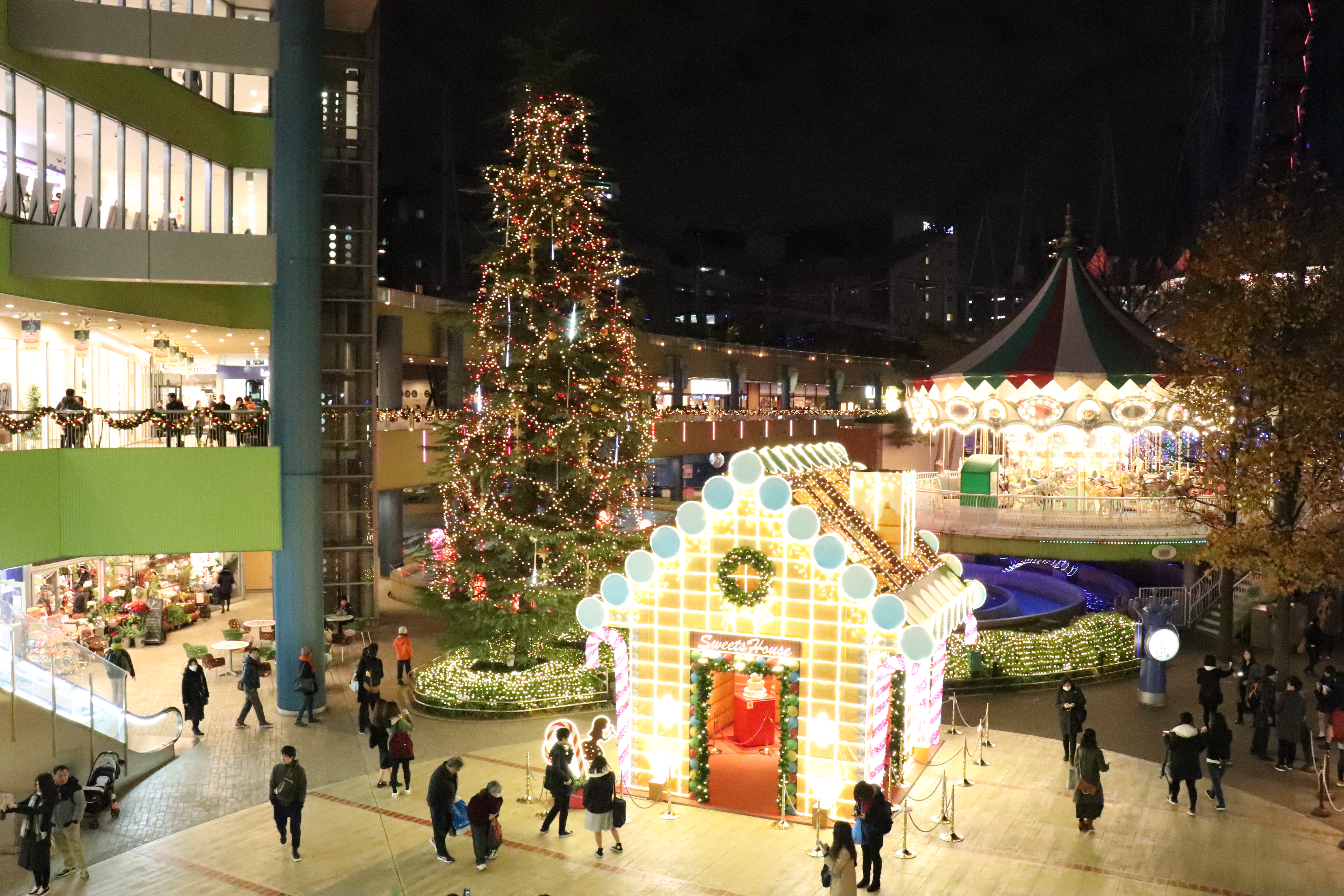 tokyo christmas lights at tokyo dome city sweets house