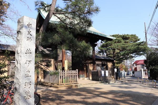 Gotokuji temple second gate